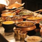Découvrir la cuisine de rue en Inde : 5 plats à essayer absolument